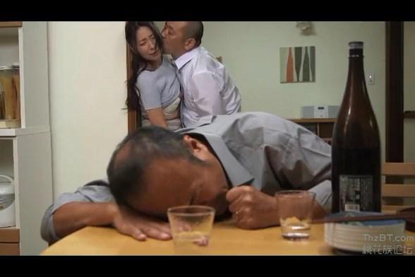 Bokep Jepang Istri Muncrat Saat Diperkosa Teman Suami
