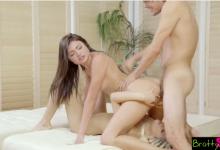 6.Bokep Pria Gila Seks Entot Adik Tiri Dan Temannya